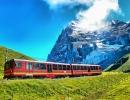 Красные поезда уже стали одним из символов Швейцарии
