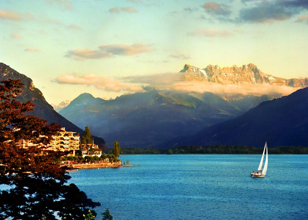 Где бы вы ни находились в Швейцарии, вы не сможете оказаться дальше чем в 20 км от водоема, пригодного для купания